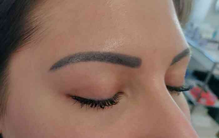 Augenbrauen Permanent Make-up vor der Entfernung